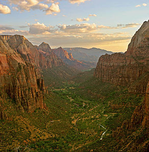 292px-Zion_angels_landing_view